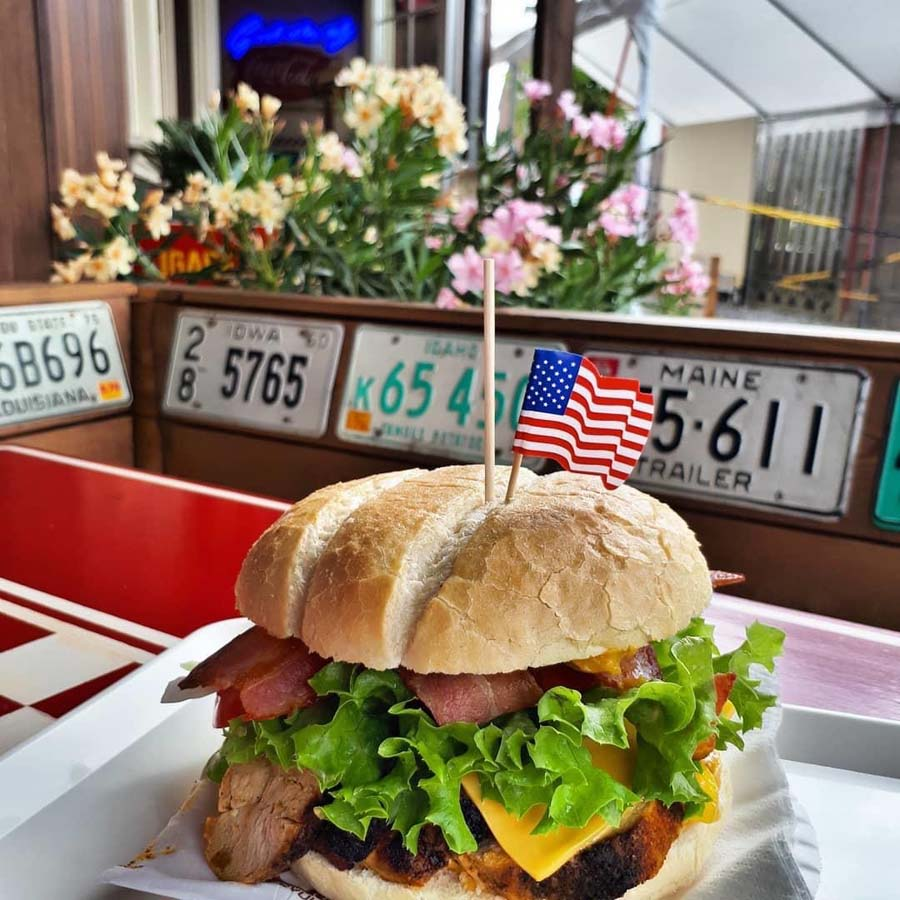 The Snax - Burger diner met gourmet burgers